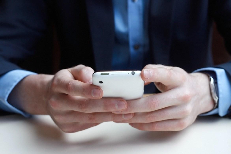 Photo of ما عقوبة تسجيل أو بث أية محادثة هاتفية في الإمارات؟