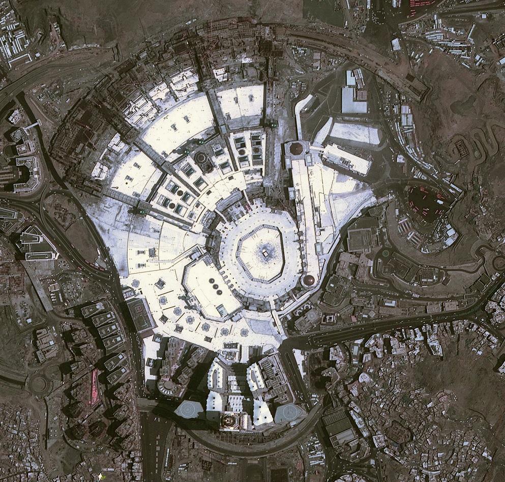Photo of دبي سات يلتقط صورة فضائية عالية الدقة للحرم المكي الشريف