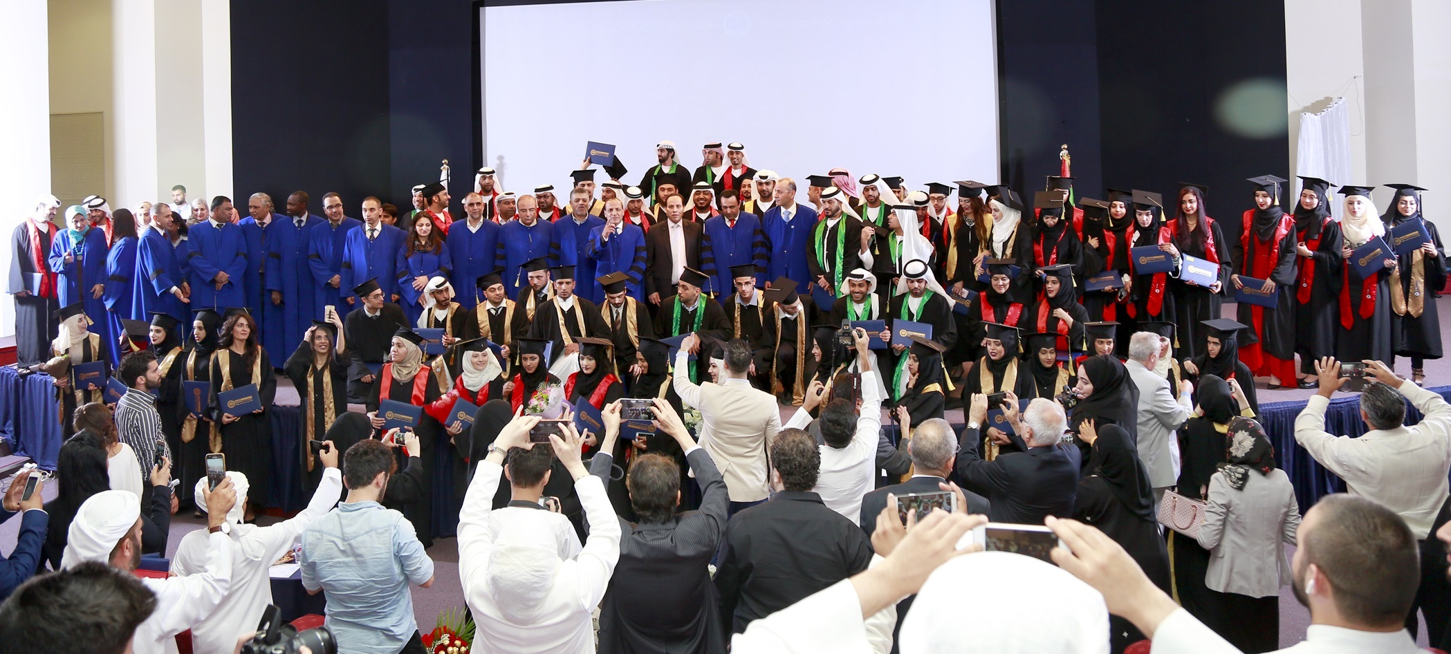 Photo of الدار الجامعية تخرج 340 خريجا في دفعة فوج الخير