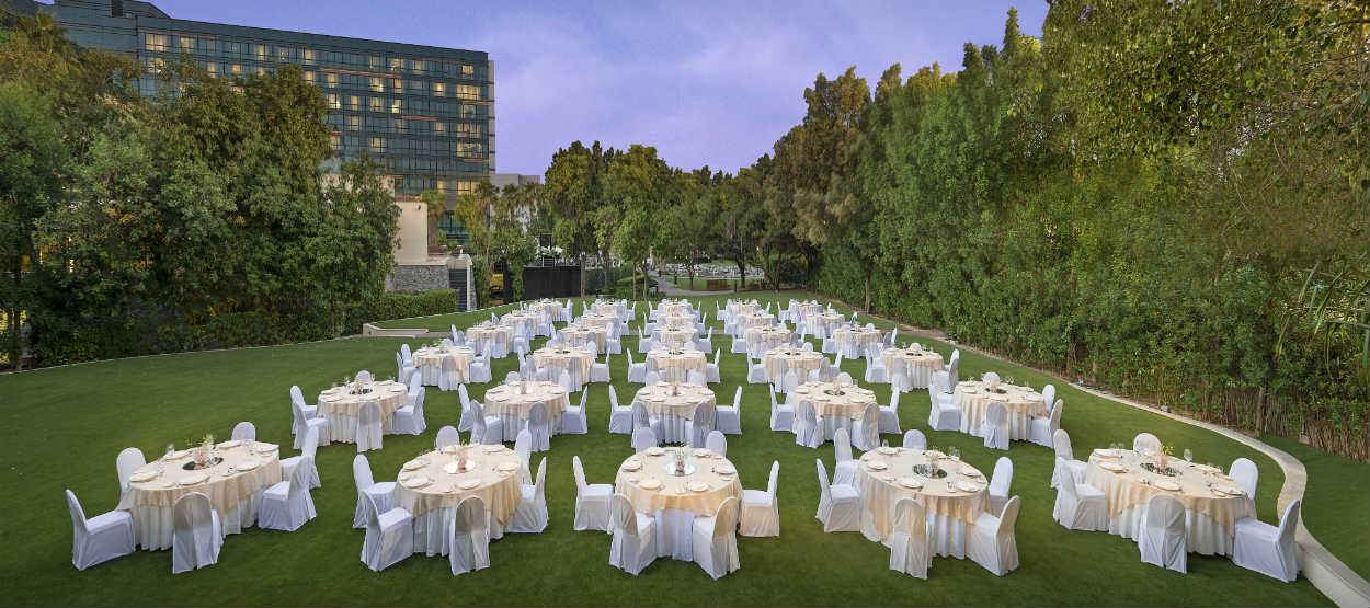 jumeirah-creekside-hotel-the-gardens-dinner-set-up-evening-01-hero