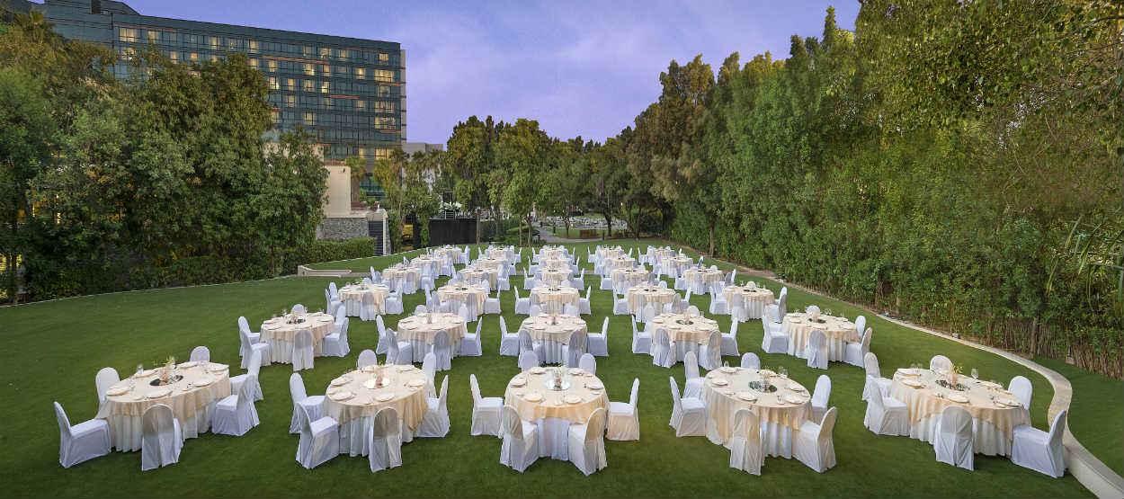 jumeirah-creekside-hotel-the-gardens-dinner-set-up-evening-01-hero
