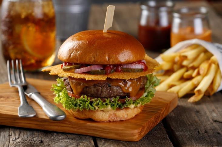 مطعم بليز برجرز يفتتح فرعه الجديد في ممشى جميرا بيتش ريزيدنس دبي