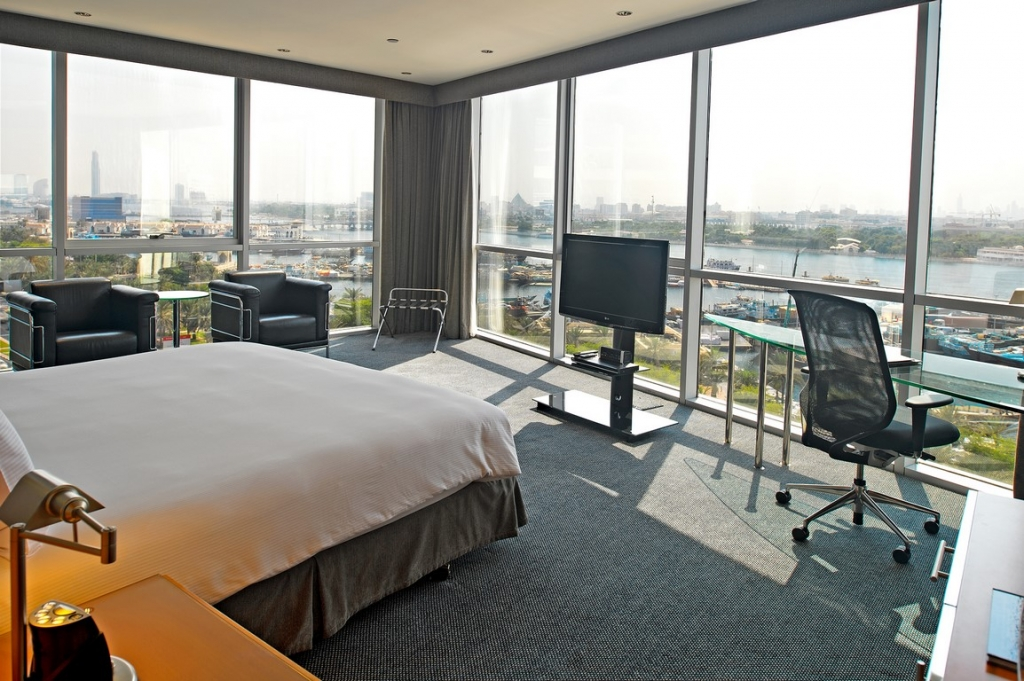 Hilton Dubai Creek_King Bed Deluxe Creek View (Copy)