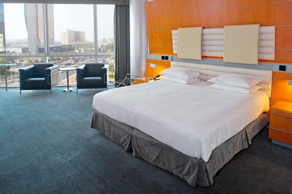 Hilton Dubai Creek_King bed Deluxe (Copy)