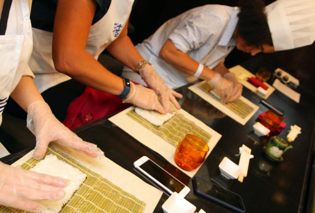 فندق راديسون بلو يقدم لزواره فرصة تعلم فن لف السوشي