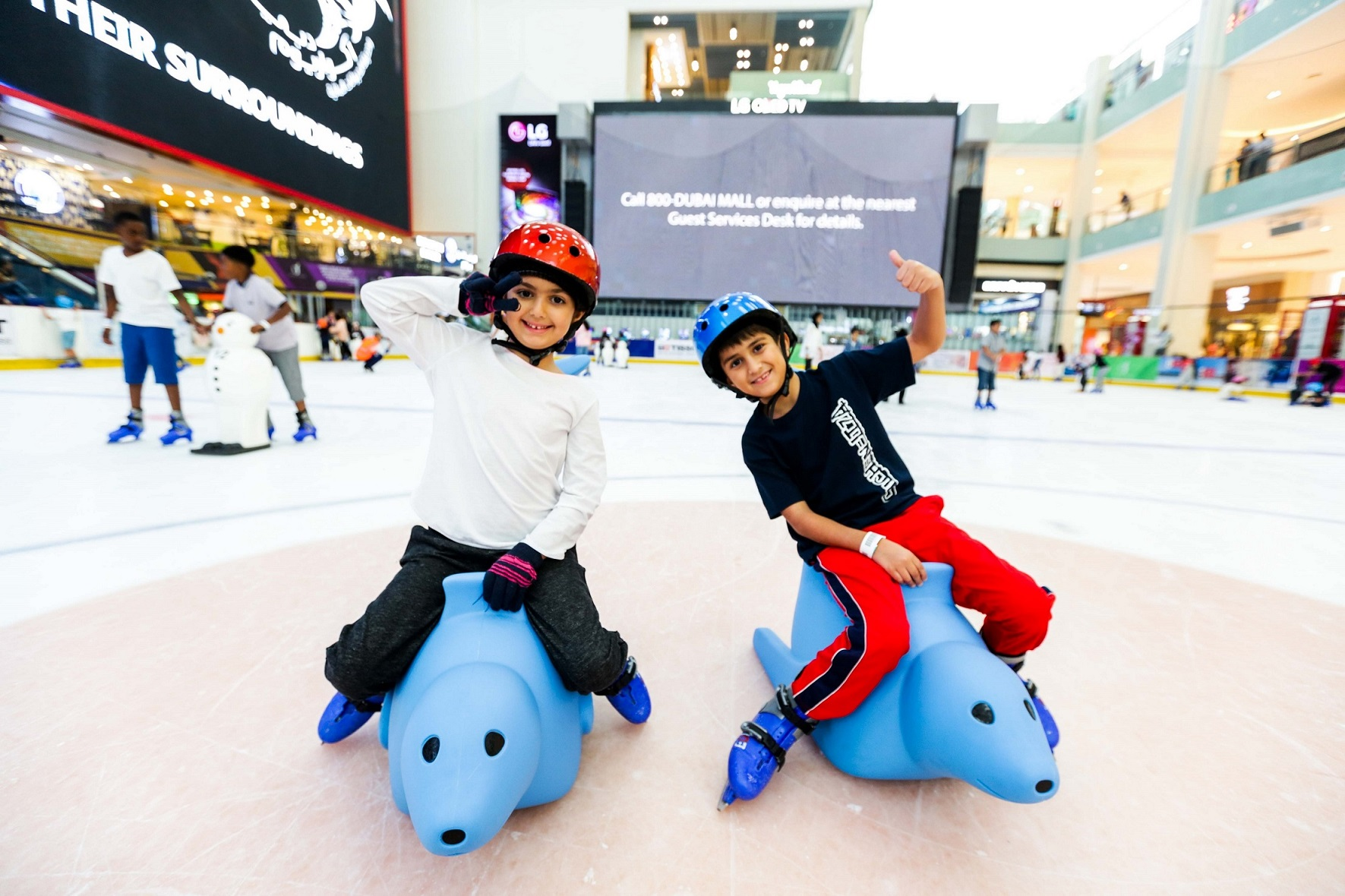 Photo of حلبة دبي للتزلج تقدم دروس تزلج مع الفقمة بوبي