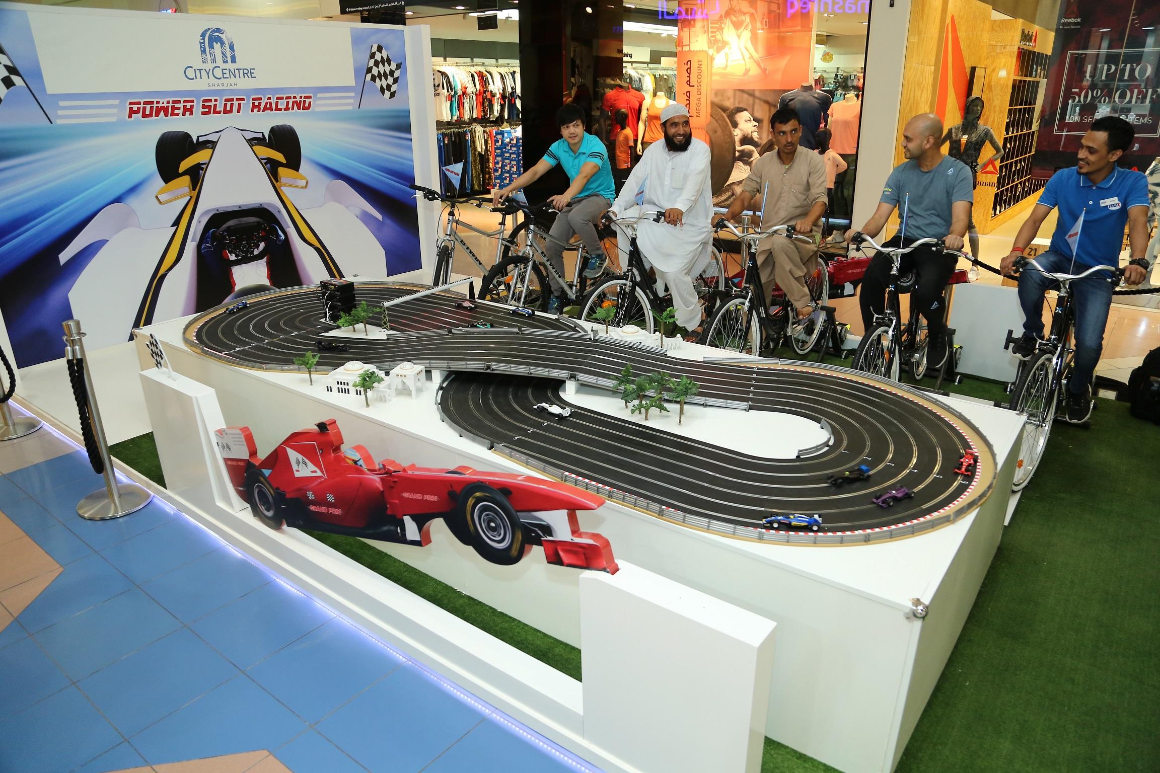 سيتي سنتر الشارقة يستضيف لعبة سباق السيارات المصغرة بقوة الدراجات الهوائية التقليدية