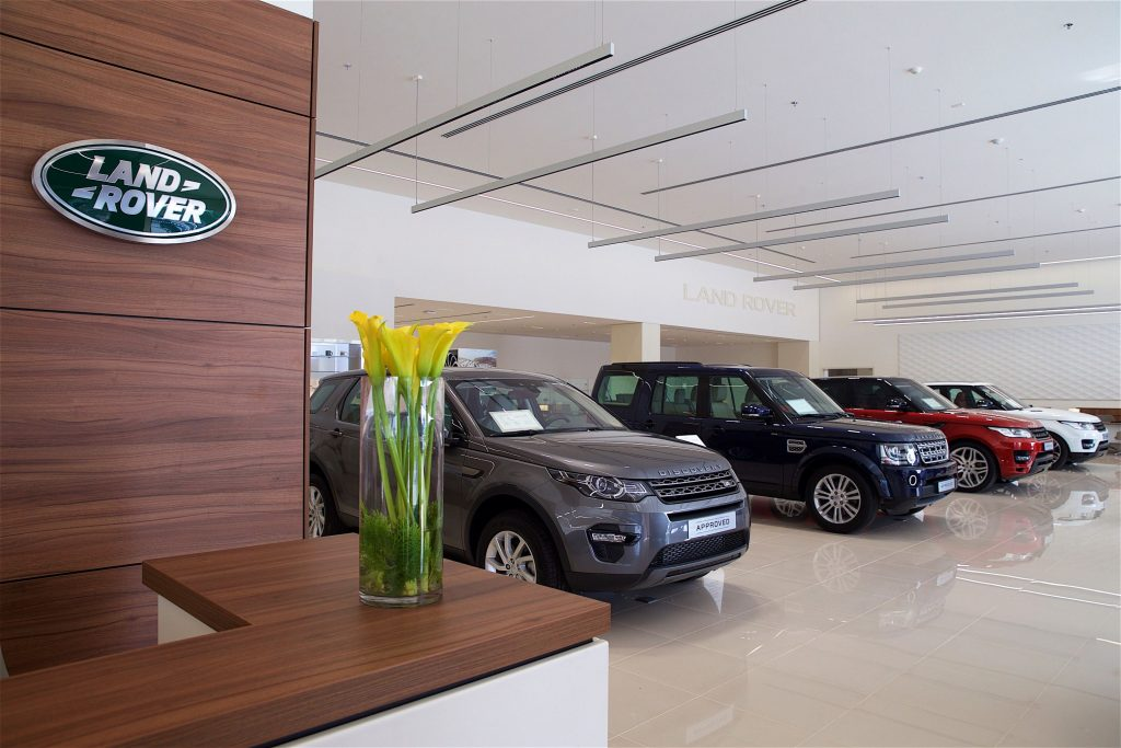 Jaguar Land Rover extends commitment to customers with dedicated APPROVED used-car facility (1)