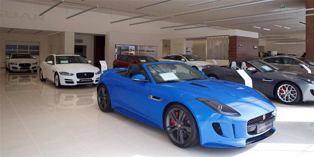 Jaguar Land Rover extends commitment to customers with dedicated APPROVED used-car facility (4)
