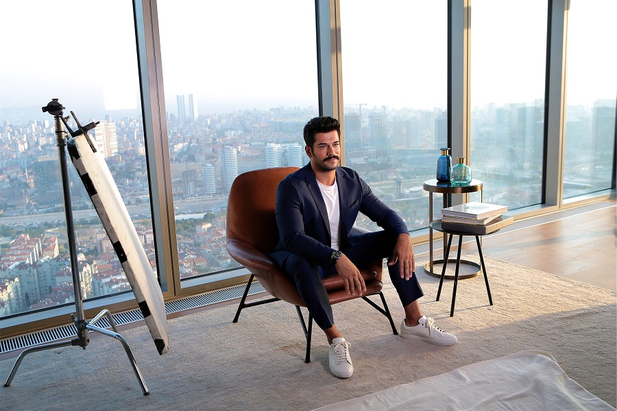 Turkish superstar Burak Özçivit discovers Emaar Square Mall 2