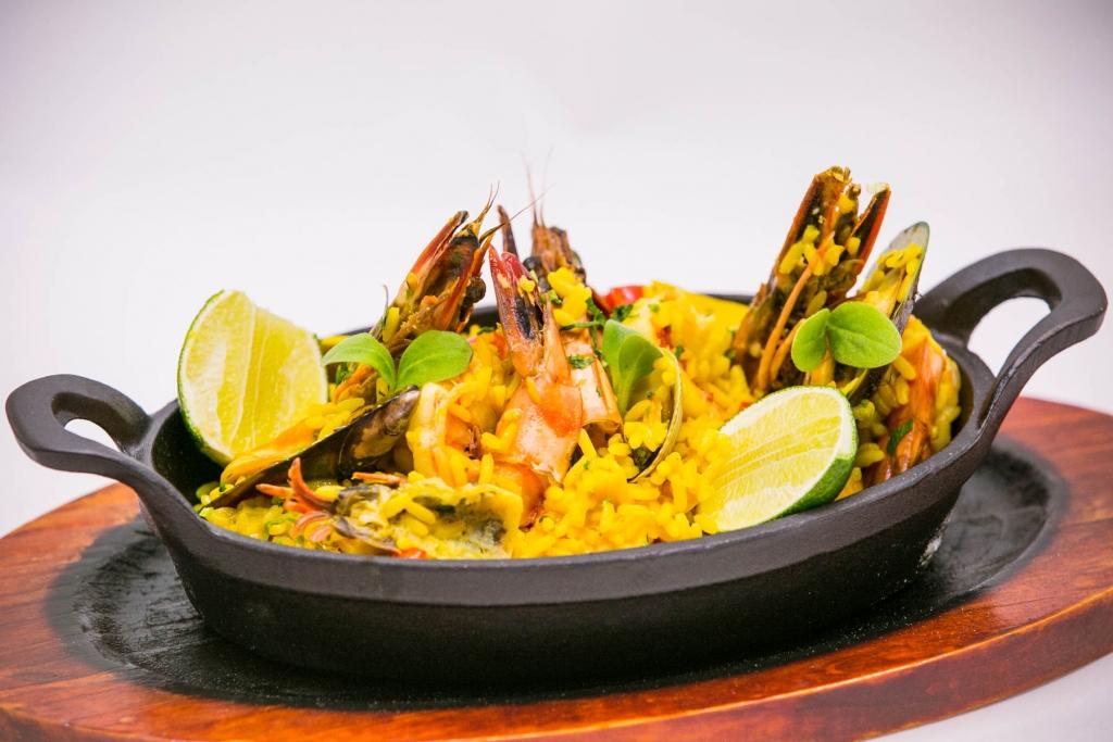 مطعم فاسكوس يطلق قائمة طعام جديدة ومتنوعة من جميع أنحاء العالم