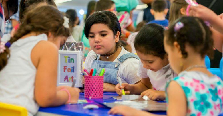 دلما مول يقدم عروضا رائعة في ركن فنون الأطفال