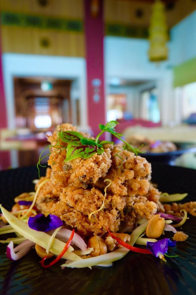 Palace Downtown – Thiptara – Green mango salad, onion, coriander, cashewnut, crispy fish, chili spicy sauce