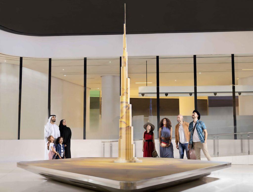قمة برج خليفة تقدم تجارب تقنية وفنية تفاعلية جديدة ومميزة
