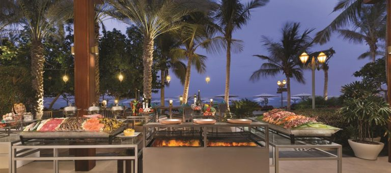 jumeirah-zabeel-saray-restaurants-plaj-barbecue-nights-768×341