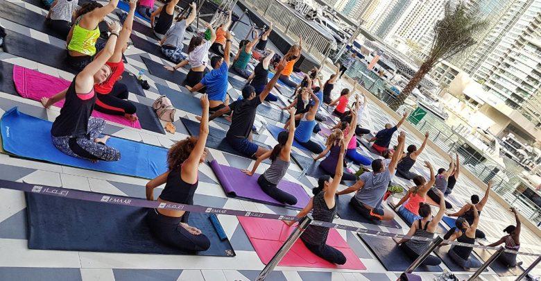 دبي مارينا مول يقدم دروس اليوجا المجانية صباح كل جمعة