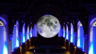 تفوتوا فرصة مشاهدة المجسم العملاق للقمر في دبي مول