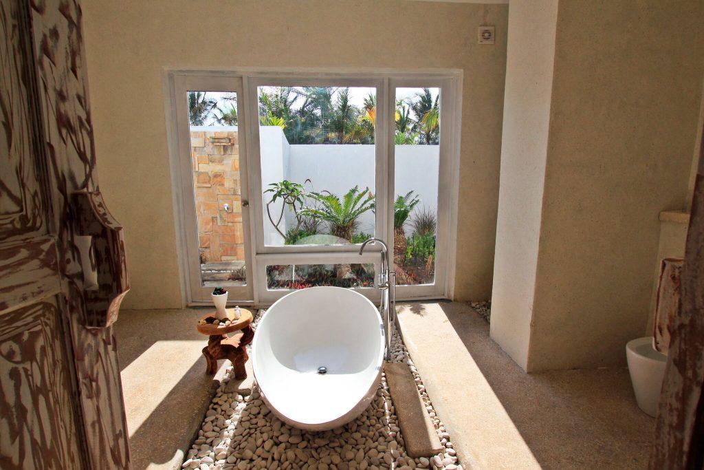 Constance-Aiyana-Pemba-Zanzibar-Barthroom indoors and outdoors_preview