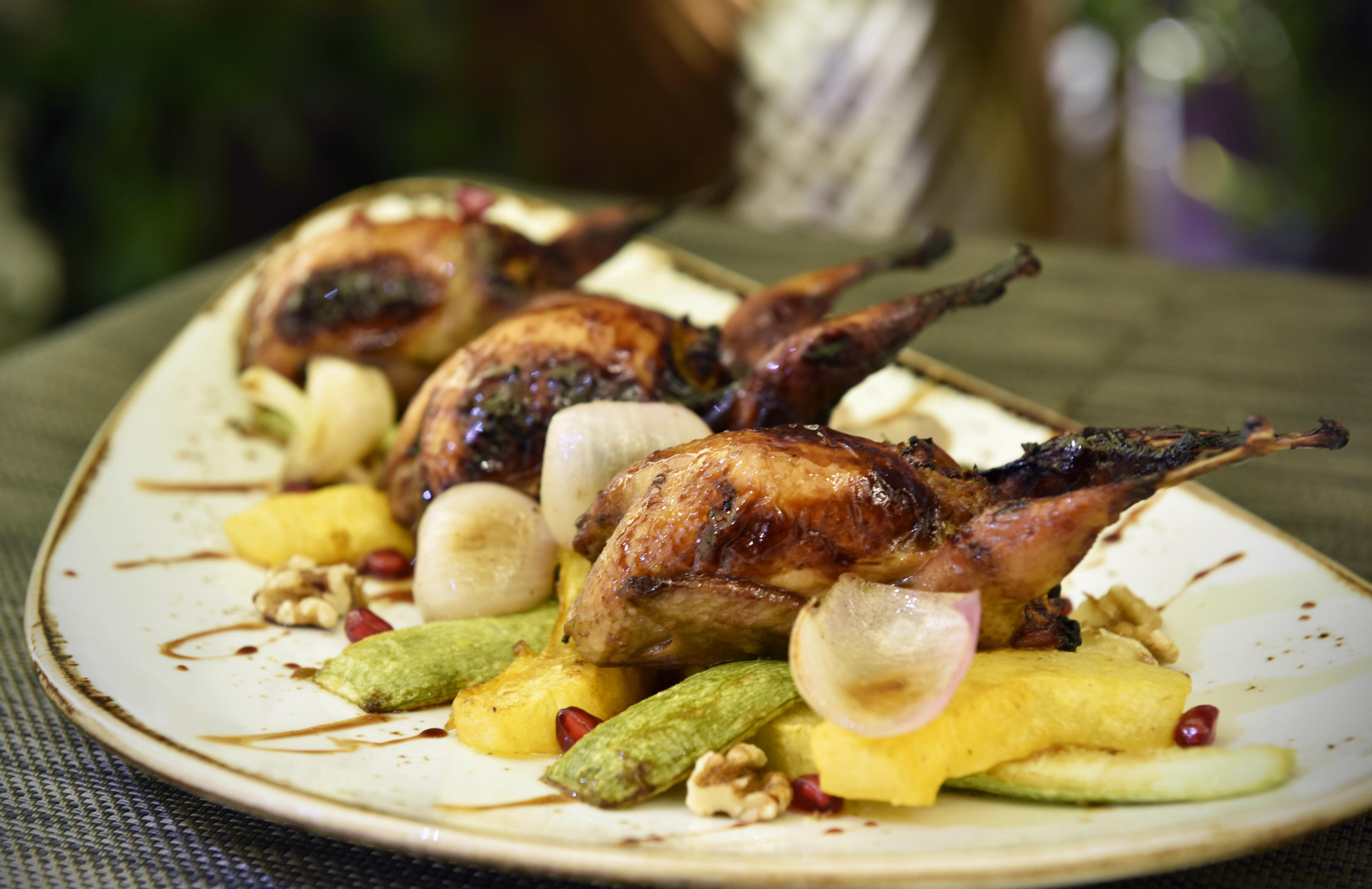 مطعم الرمال السبعة يضيف أطباق لحم الجمل الشهية إلى قائمة مأكولاته الإماراتية