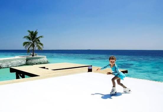 حلبة التزلج على الجليد الأولى من نوعها تفتتح أبوابها في جزر المالديف