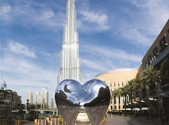 تمثال Love Me
