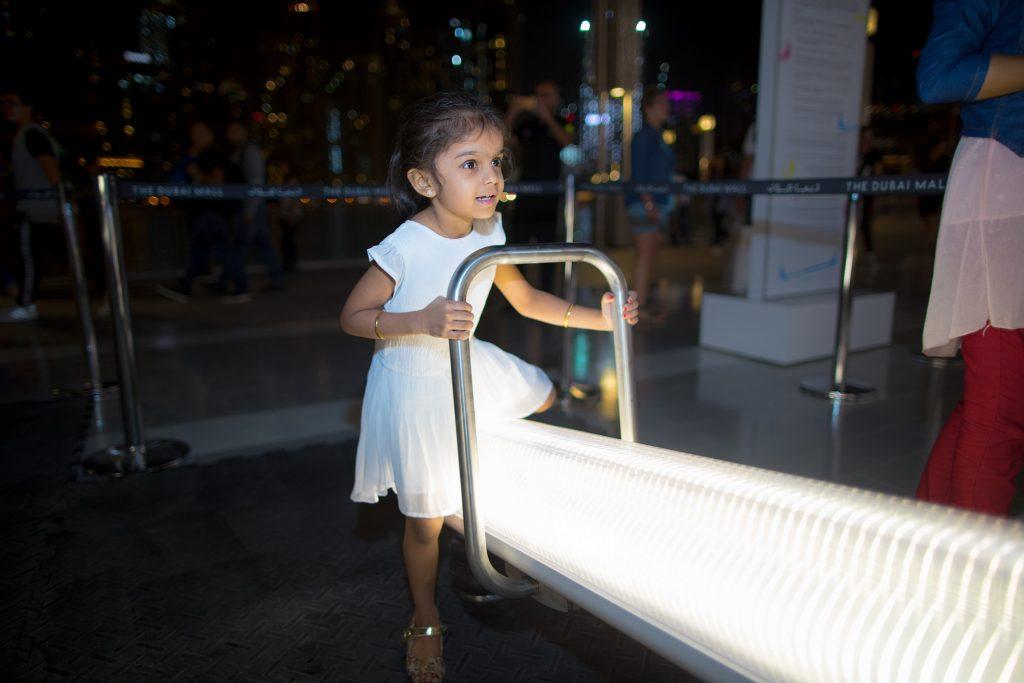أرجوحة ثنائية موسيقية في دبي مول