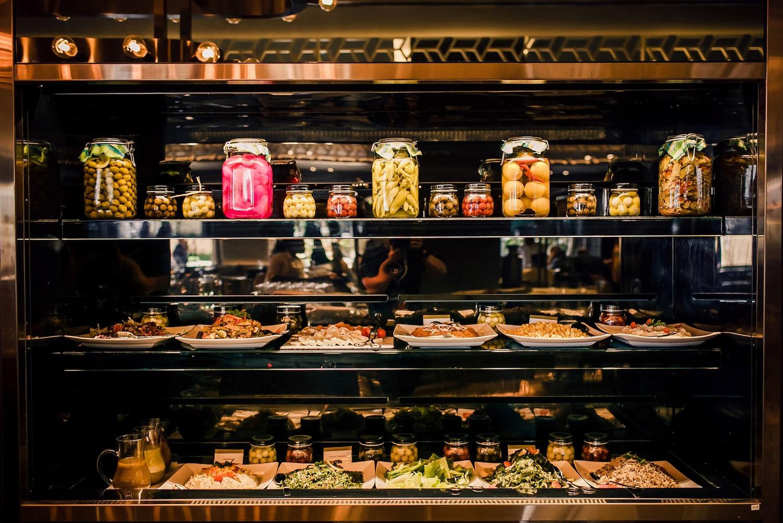 مطعم أوليا في كمبينسكي مول الإمارات