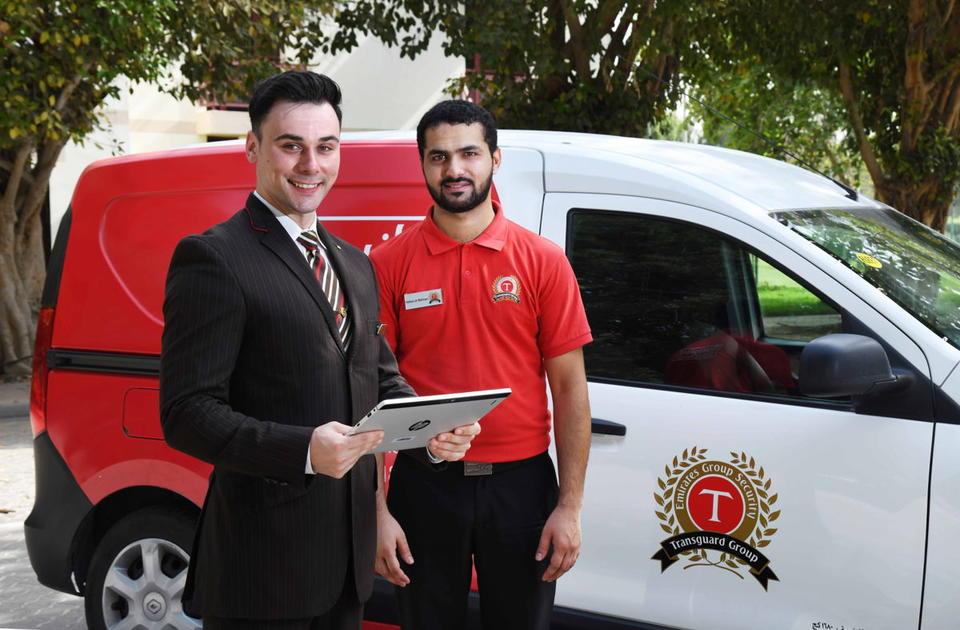 خدمة طيران الإمارات لتسجيل الأمتعة من المنزل