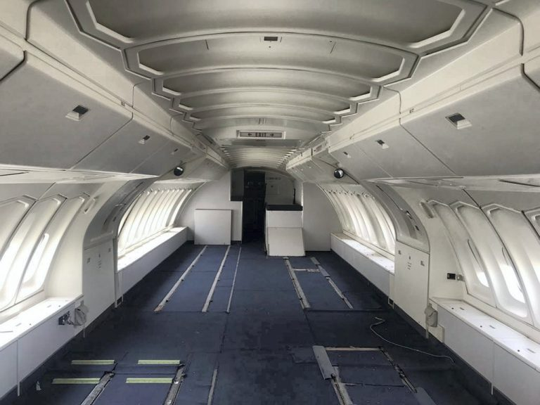 طائرة بوينغ ب 200 ألف دولار