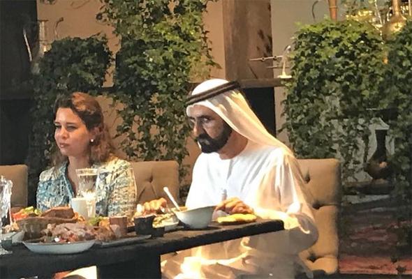 الشيخ محمد وزوجته الأميرة هيا بنت الحسين في باكو كافيه