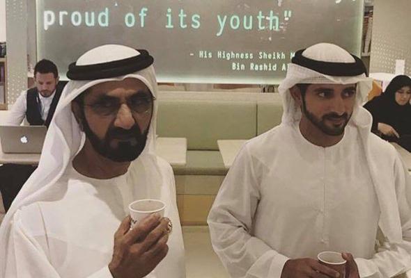 الشيخ محمد والشيخ حمدان في مقهى فلو