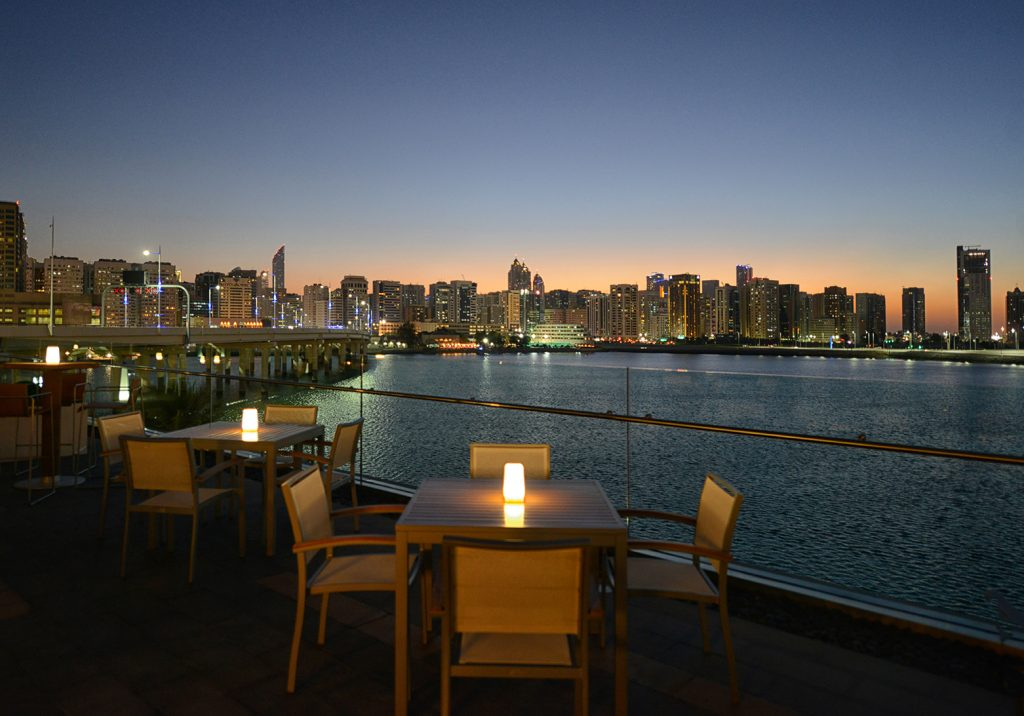 مطعم سمبوسك اللبناني في فندق روزوود أبوظبي