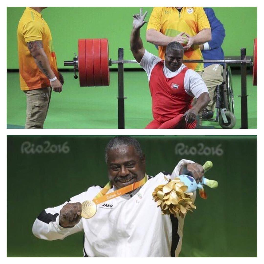 محمد خميس خلال فوزه بالميدالية الذهبية في الألعاب البارا اولمبية بريو دي جانيرو