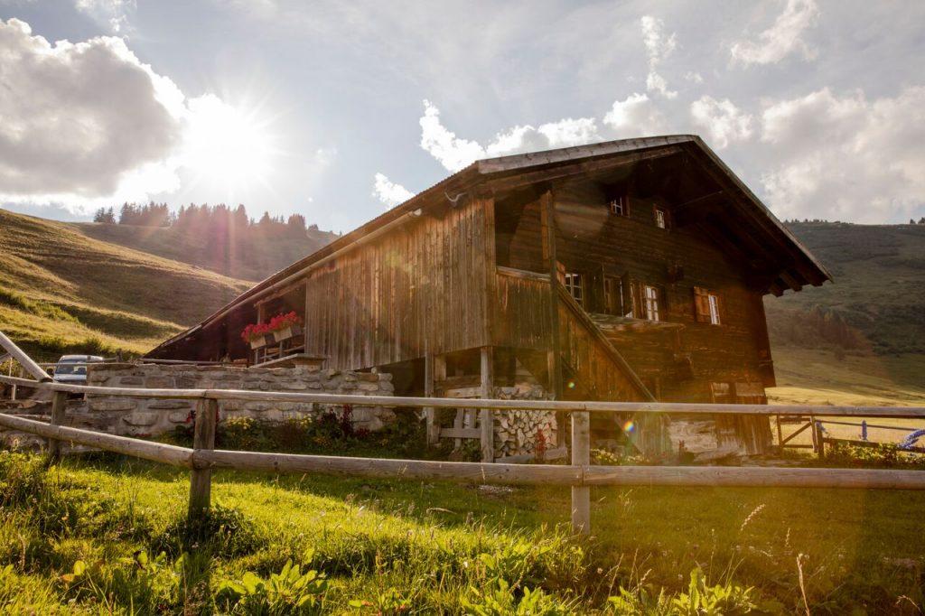 كوخ واليغ على قمة جبال الألب السويسرية