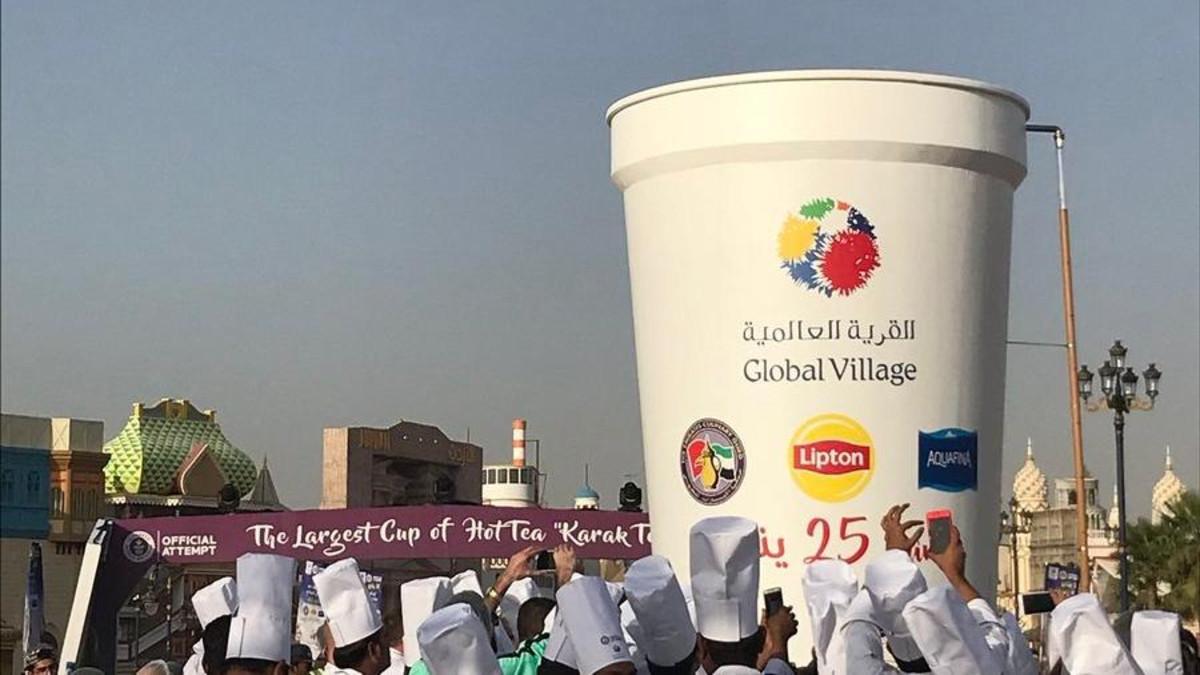 أكبر فنجان من الشاي الساخن في العالم