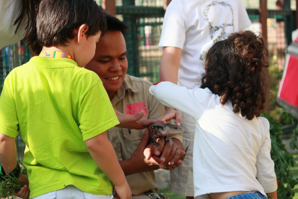 مخيم الأطفال الصيفي في حديقة الإمارات للحيوانات