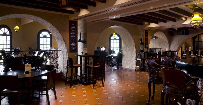 مطعم هيمنغواي هيلتون أبوظبي