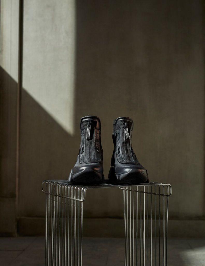 حذاء JAW من دار جيڤنشي
