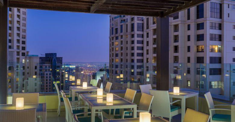 بيور سكاي لاونج في فندق هيلتون دبي الممشى