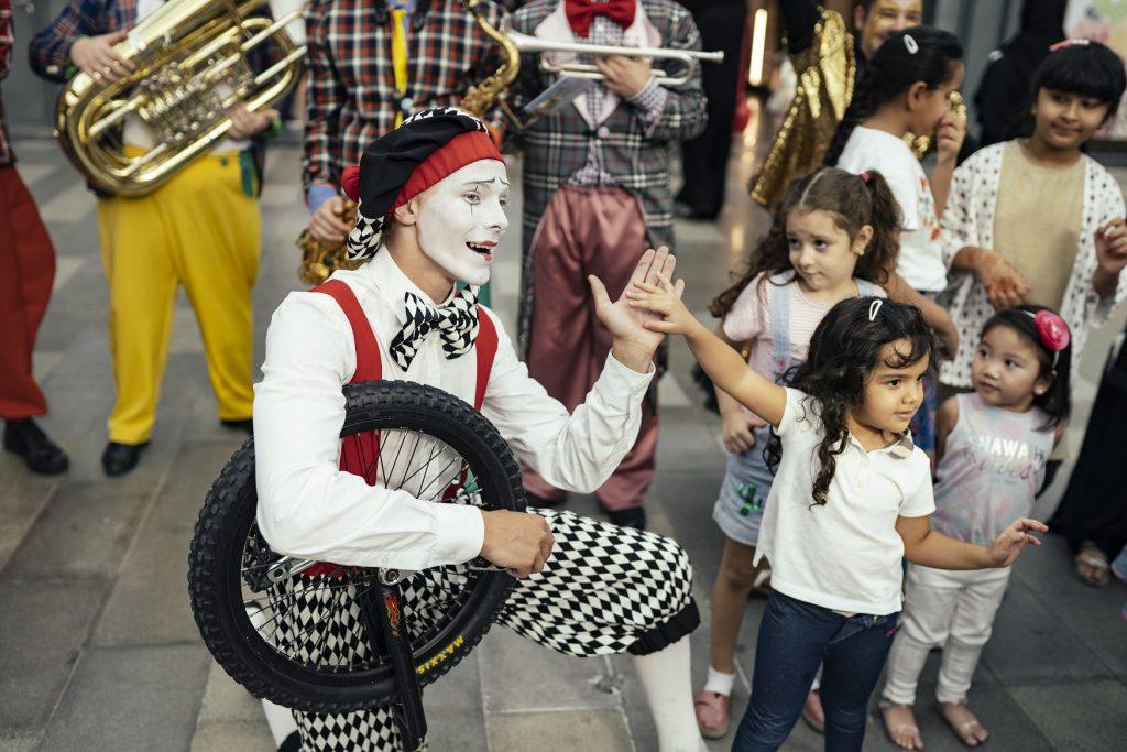 فعاليات ترفيهية ومسرحية في سيتي ووك خلال مفاجآت صيف دبي