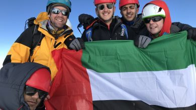 Photo of علم الإمارات يَشْمَخُ عالياً فوق أعلى قمة جبلية في إيطاليا