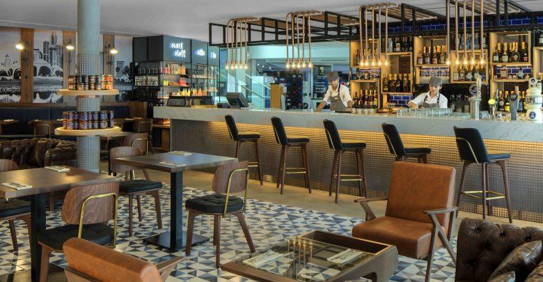 مطعم جونز ذا جروسر في نادي الإمارات للجولف
