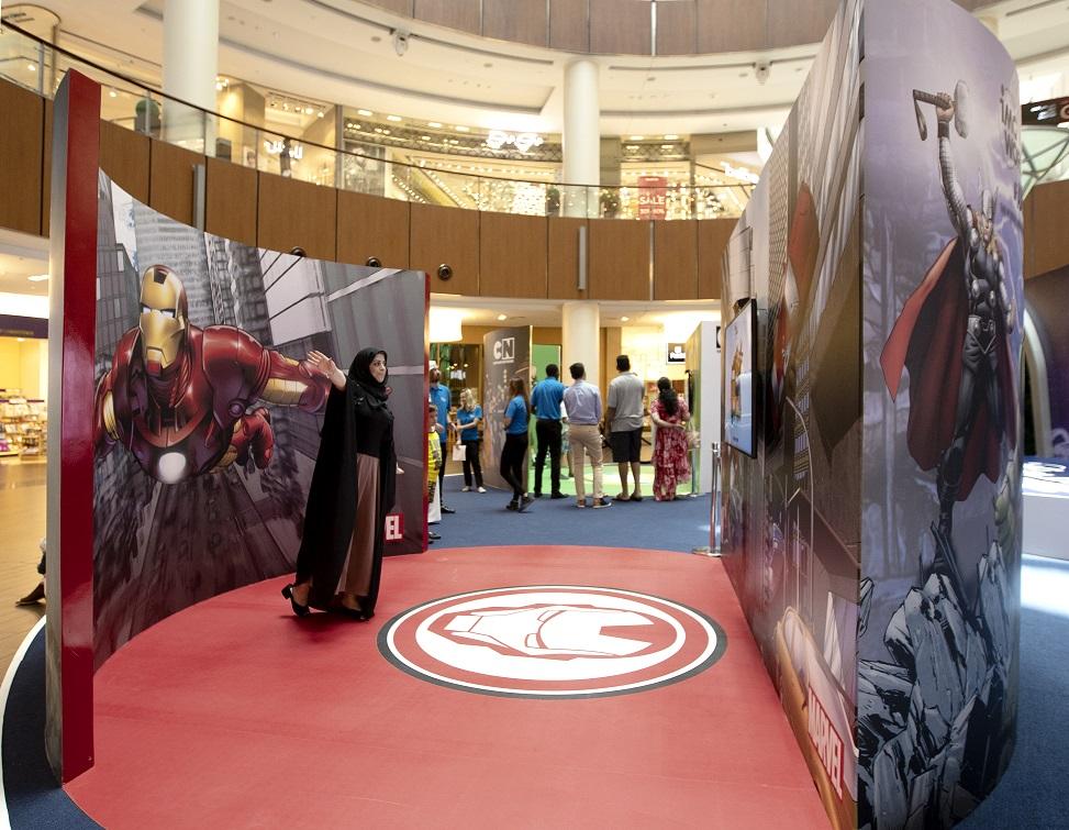 الأبطال الخارقون في دبي مول خلال مفاجآت صيف دبي