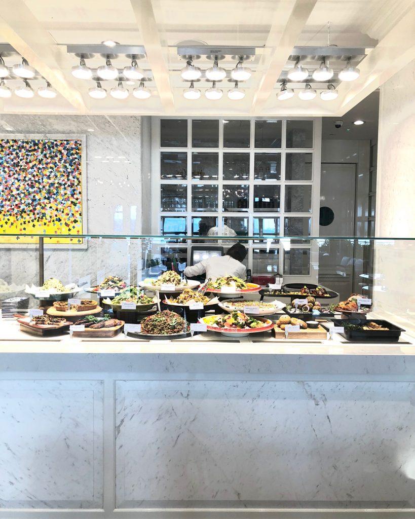 افتتاح مقهى L'ETO في مركز الغاليريا على جزيرة الماريه