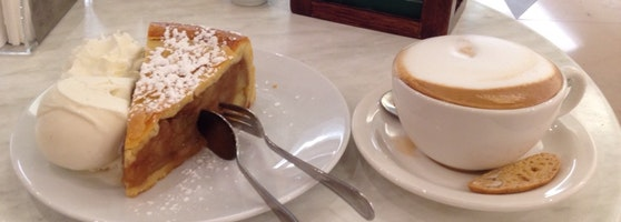 فطيرة التفاح في مقهى دوم Dôme Café