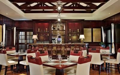مطعم إيبونا في نادي دبي للبولو والفروسية