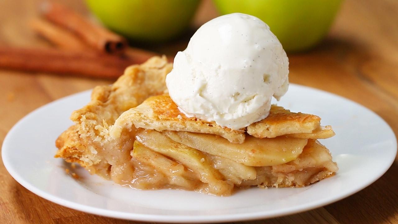 فطيرة التفاح من مطعم The Hide