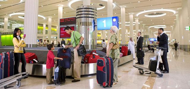 كيف يتم التعامل مع الكم الهائل من الحقائب في مطار دبي الدولي