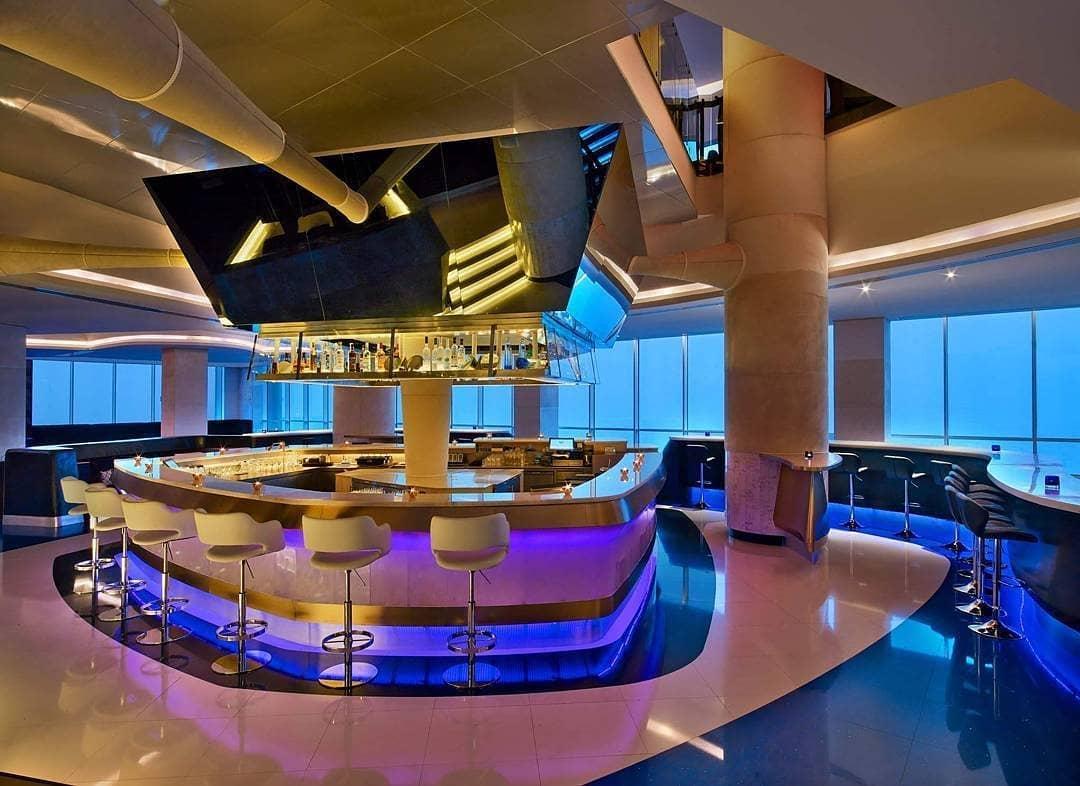 في دبي V Dubai