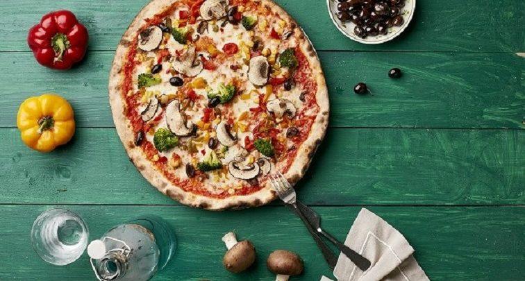 أول بيتزا نباتية من 800 بيتزا